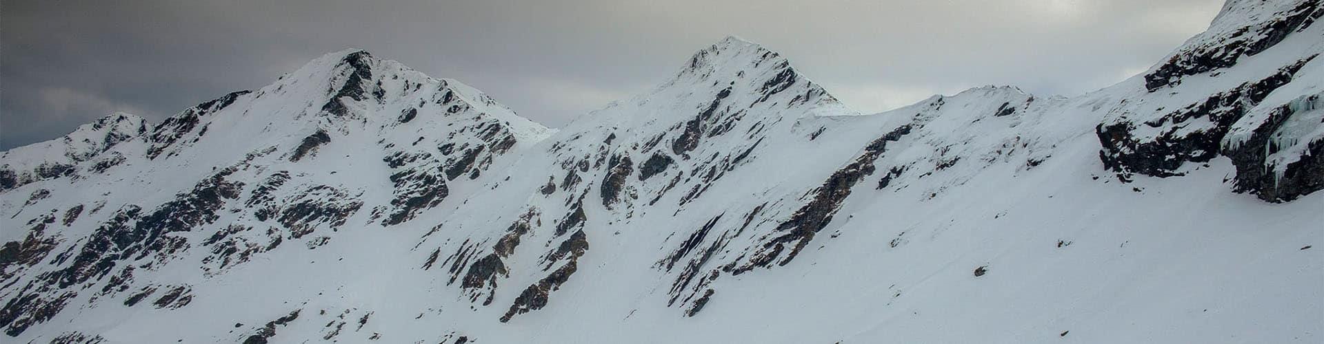 fotografía de viaje en lo alto del lago balea en las montañas nevadas de rumanía