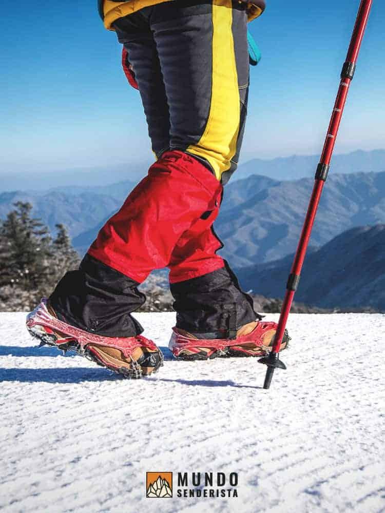 Guía para ajustar y usar los bastones de trekking en la montaña