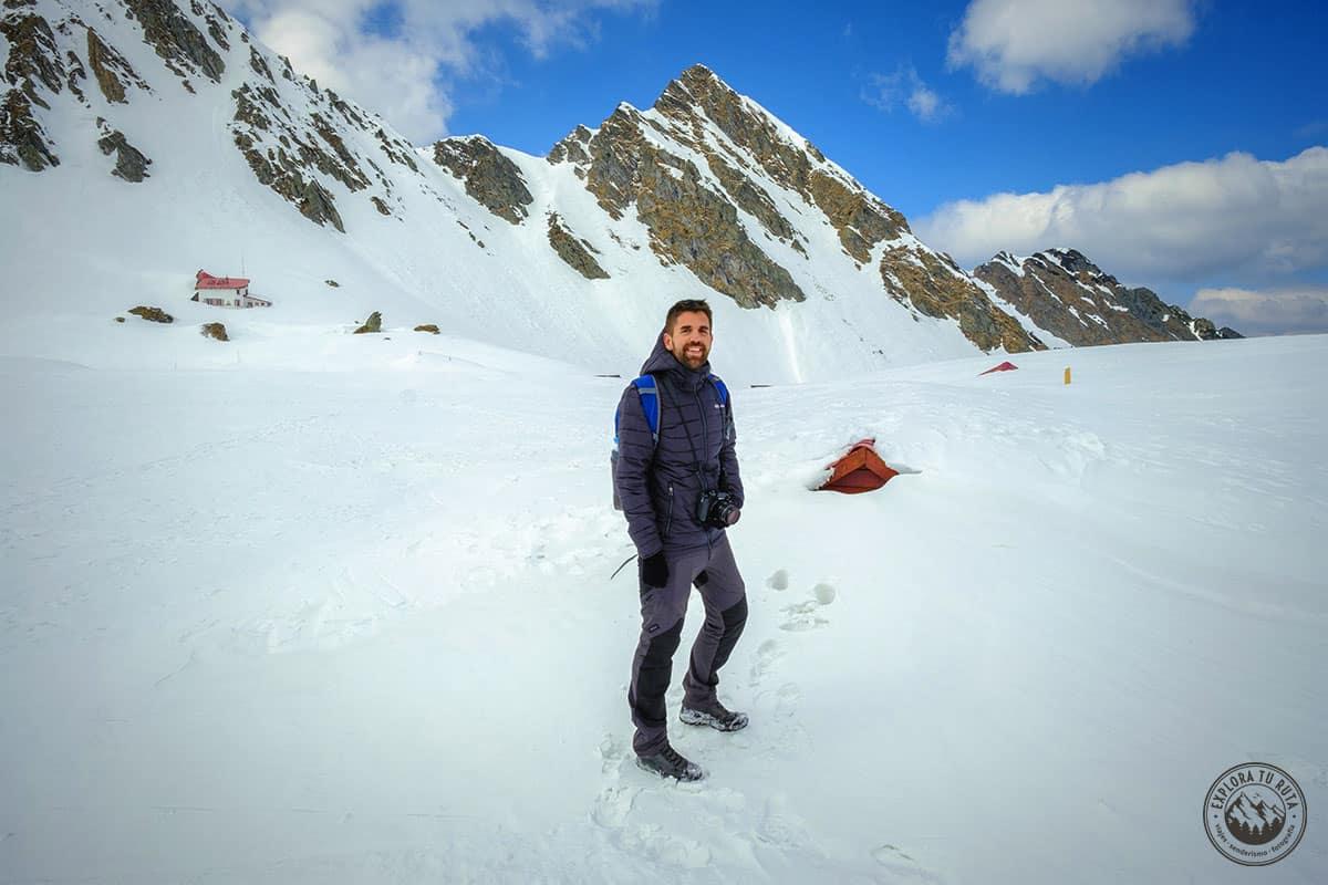 2019 fue uno de mis mejores años, con multitud de viajes, experiencias y más montañas que nunca. Esta foto es en el Lago Balea de Rumanía, con más de 5 metros de nieve bajo los pies. Y una felicidad, de oreja a oreja.