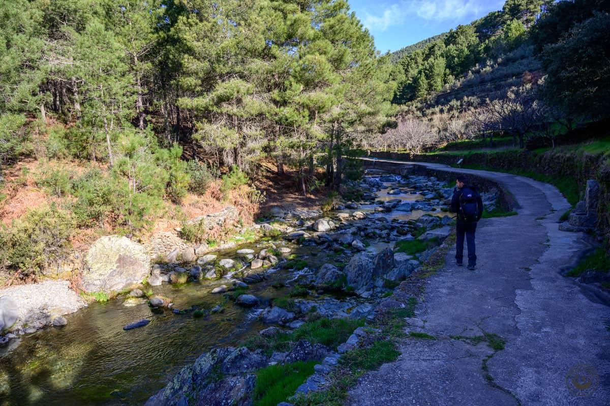 Ruta al Chorrituelo de Ovejuela pasando por la piscina natural