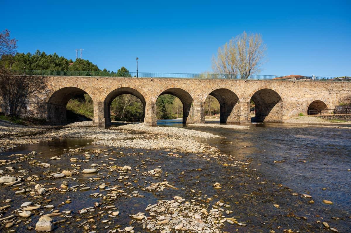 EL Puente de los Machos de Pinofranqueado